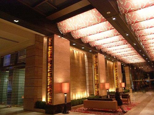 lobby shwoing luxury ceiling