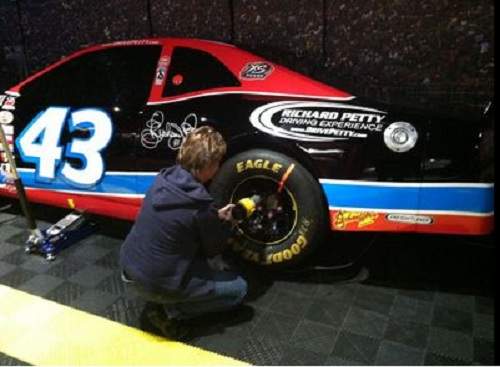 be in the pitt crew in nascar at score the interactive fan experience at luxor las vegas
