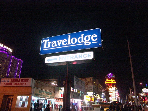 travel lodge entrance at night las vegas strip