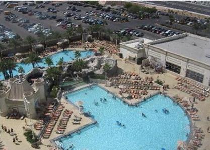 Excalibur hotel and casino las vegas for Excalibur las vegas swimming pool