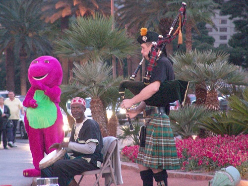 elmo bag pipes working on thanksgivin