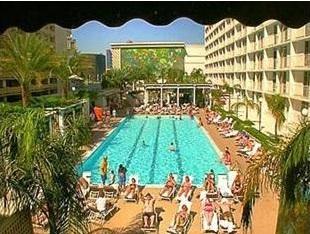 old school swimming pool of harrahs las vegas