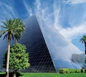 outside of luxor sun reflecting