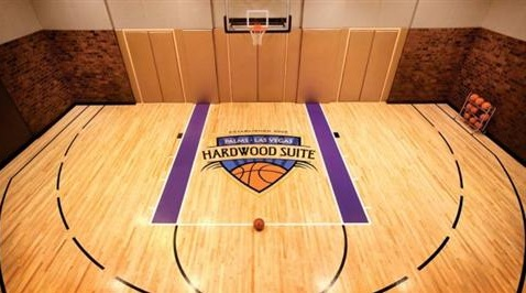 hardwood floor in suite at palms
