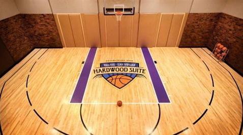 hardwood floor in suite at palms