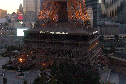base of the eiffel tower contains a restaurant
