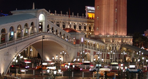 venetian night bridge las vegas