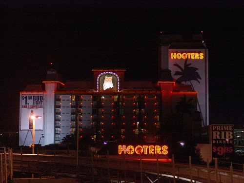 hooters night picture
