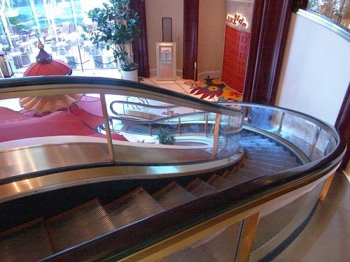 top of curved escalator at wyn