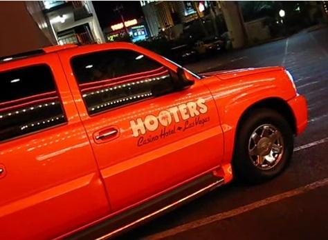 ugly orange suv at hooters