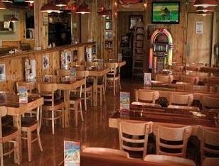 empty hooters restaurant