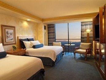 nicely made queen beds at the luxor